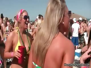 Sexy blonde babes get horny showing off part5