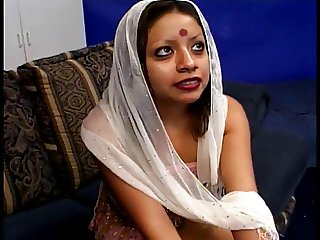Indian babe gets her pussy pounded