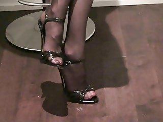 black sandals heels stockings