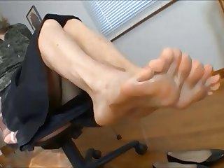 foot dangle tease