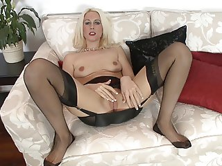 Blonde Milf ins Nylon Stockings