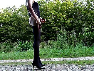 Crossdresser exhib outside