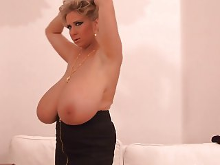 Another set of mind blowing boobs
