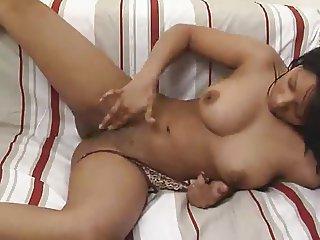 Hermosa Morena Y Tierna Latina Preciosura Mastubandose