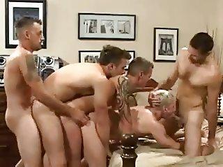Se armo la fiesta orgia y trencito gay