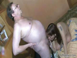 Dirty mature slut gets horny sucking part1